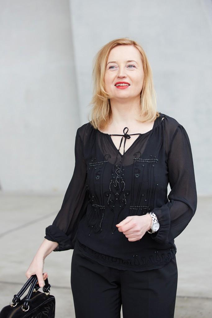 black laurel blouse