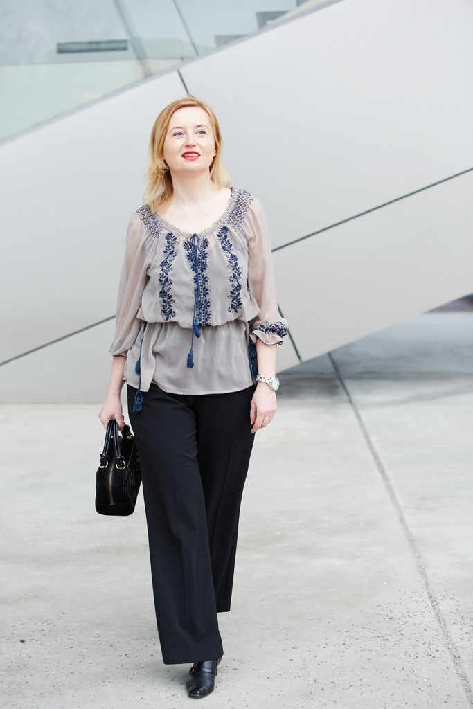 blouse in pastel colour with black ESCADA bag